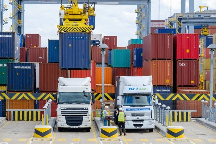 Automated-stacking-area-at-London-Gateway